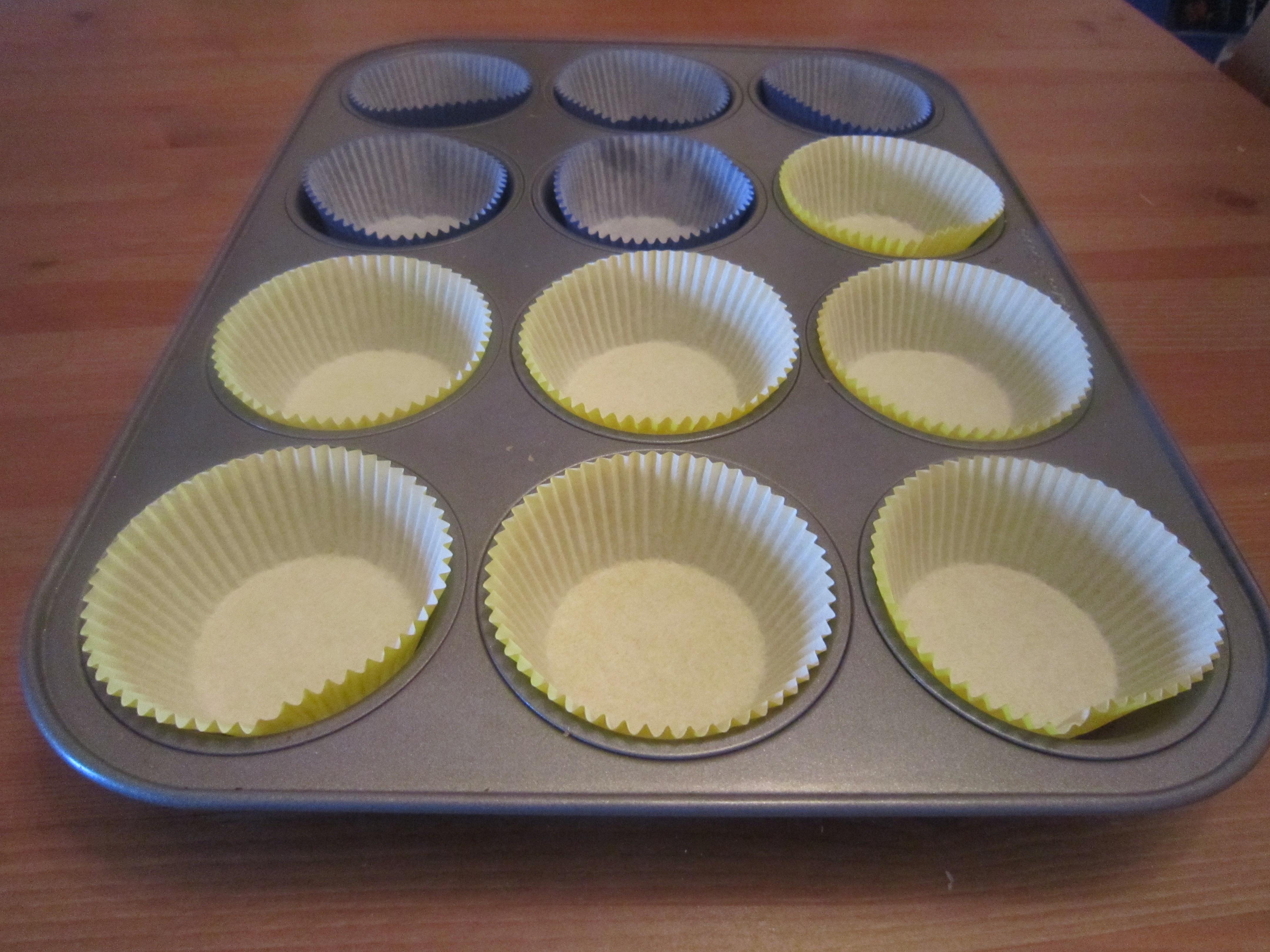Muffin Top Muffin Cups : Blue blueberry and banana muffins warm vanilla sugar