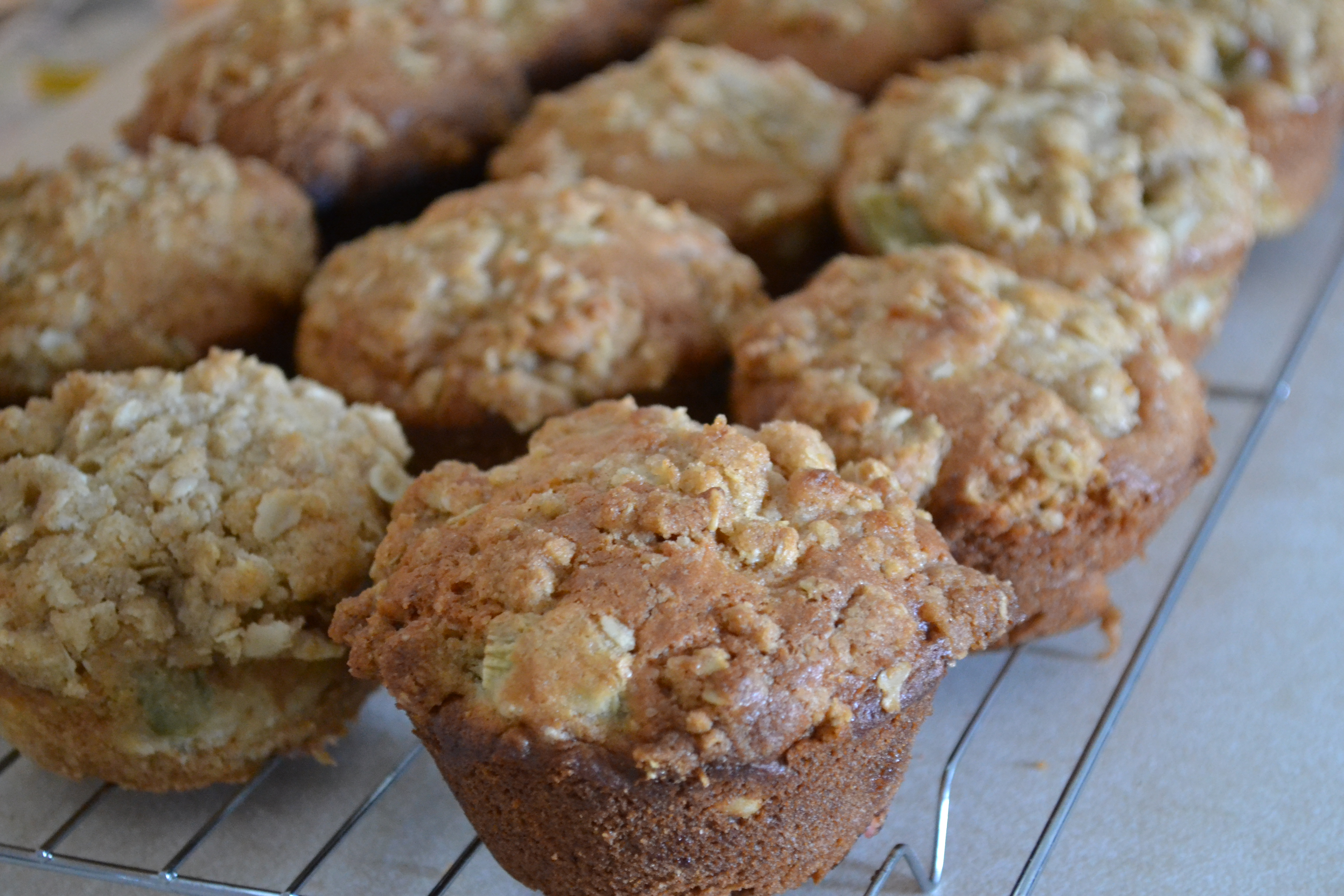 Rhubarb Muffins with Crumble Topping - Warm Vanilla Sugar