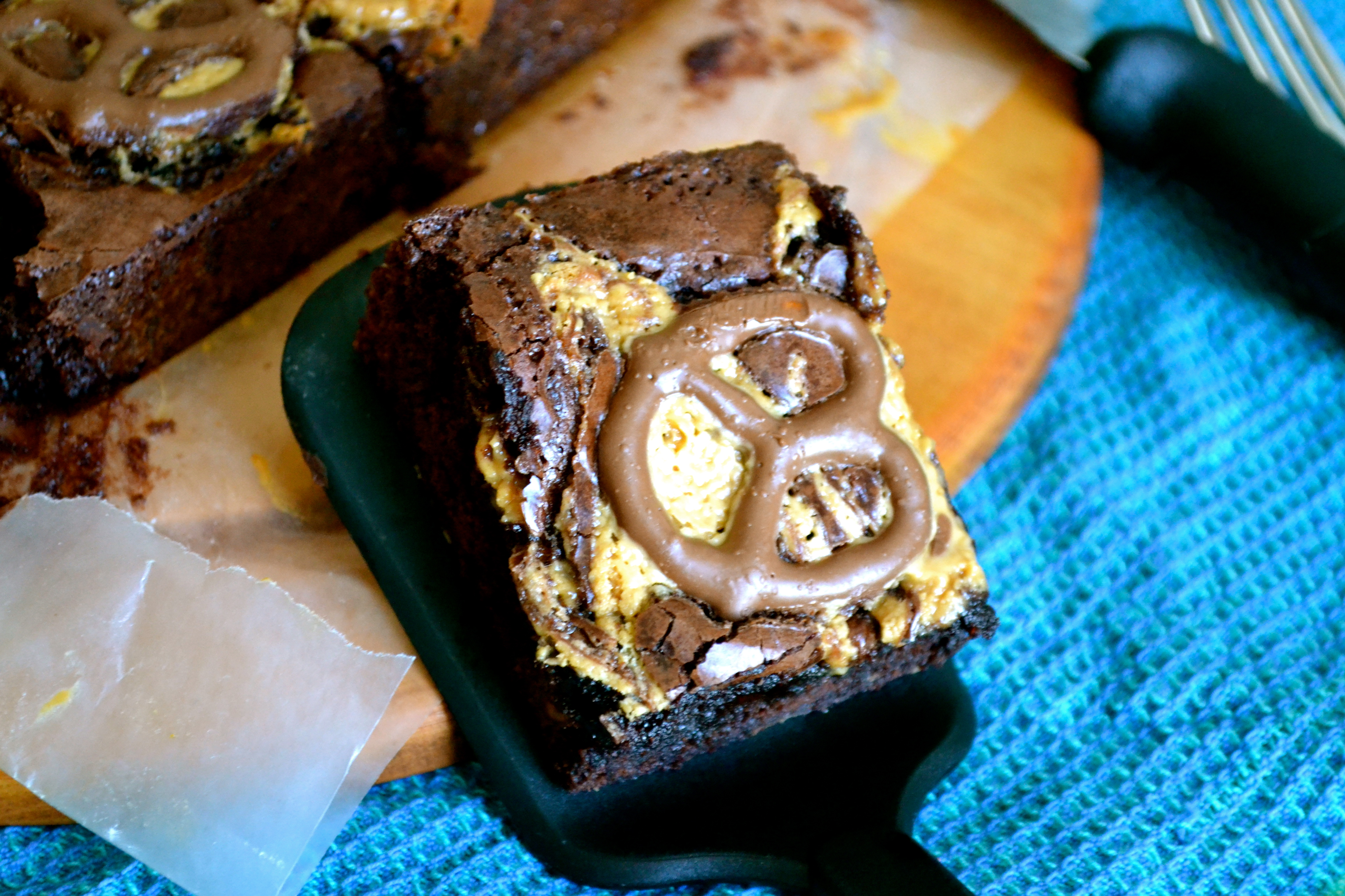 Chocolate Peanut Butter Pretzel Brownies - Warm Vanilla Sugar